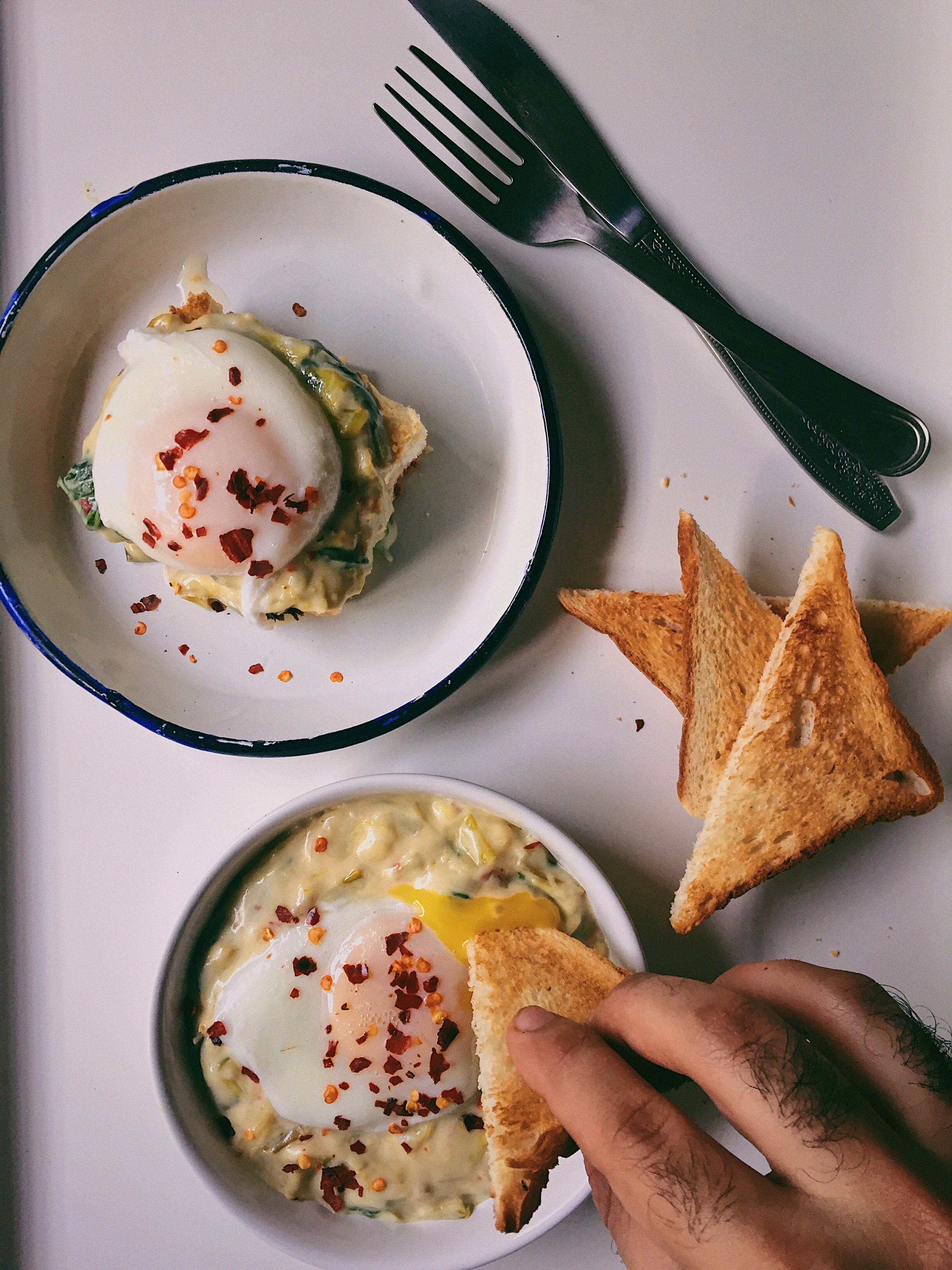 Spinach and Leek Béchamel With Poached Eggs